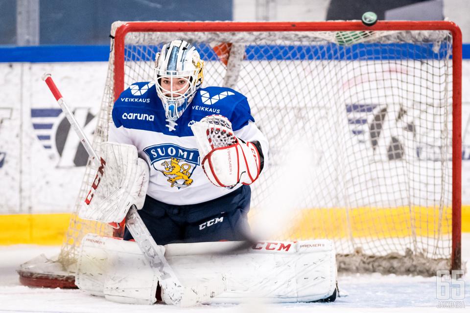 Eveliina Suonpää on pystynyt säilyttämään paikkansa Naisleijonien vahvassa maalivahtikalustossa.