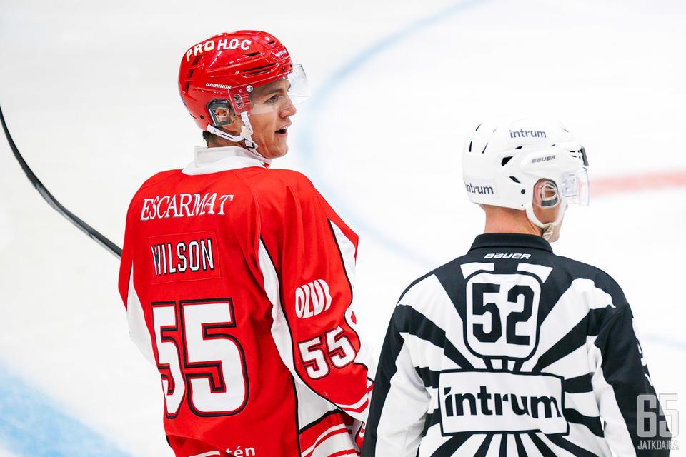 Jared Wilson kehuu suomalaista kiekko-osaamista.