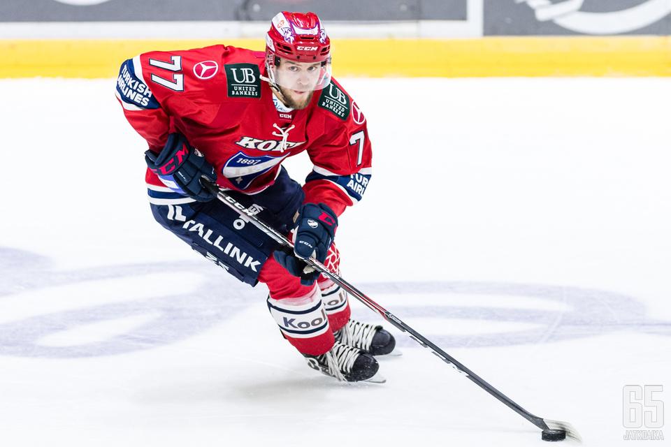 Teemu Turunen otti osumaa kesken Tappara-ottelun.