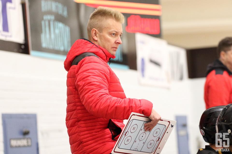 Viime kaudella LeKiä luotsannut Miikka Kuusela lähtee ensimmäiseen kauteensa Kooveen päävalmentajana.