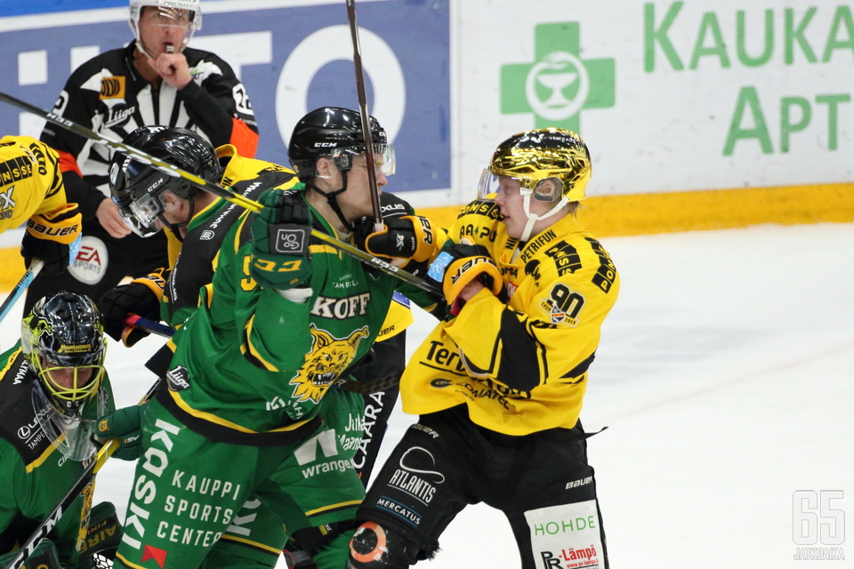 Aleksi Aleksi Klemetti taisteli Ilvestä vastaan, mutta puolustuspään virheet maksoivat voiton.