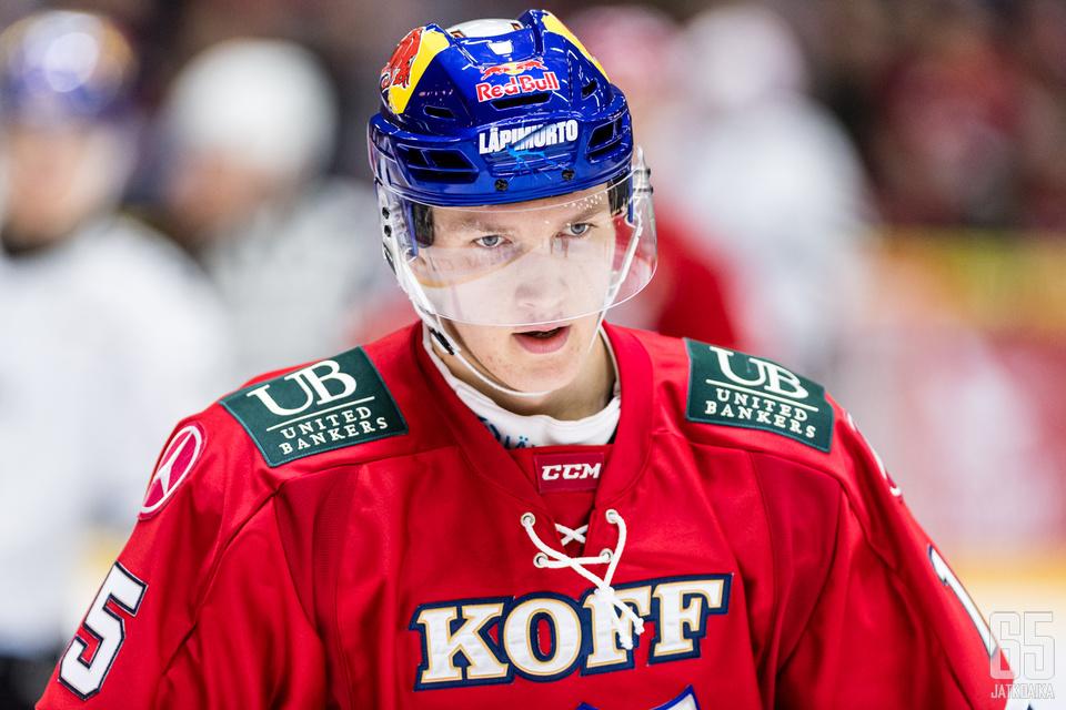 HIFK:n Anton Lundell (15) Liigan runkosarjaottelussa HIFK - TPS, Helsingin jäähallissa, 12. lokakuuta 2019.