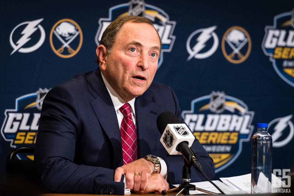 Gary Bettman ilmoitti NHL-pelien palaavan Suomeen.