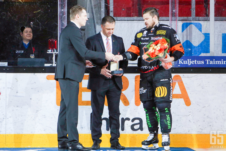 Liigan kaikkien aikojen ylivoimamaalien latoja Juha-Pekka Haataja osui tällä kertaa voittomaalin tasakentällisin.