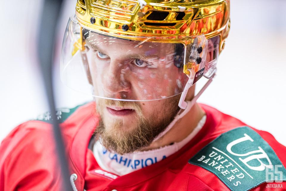 Vaikka Teemu Turunen oli pitkään sivussa, kantoi hän KooKootakin vastaan kultaista kypärää.