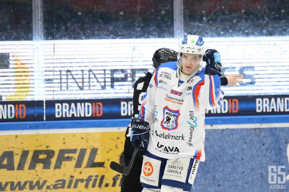 Mäkinen kiekkoili viime kaudella KeuPa HT:ssa.