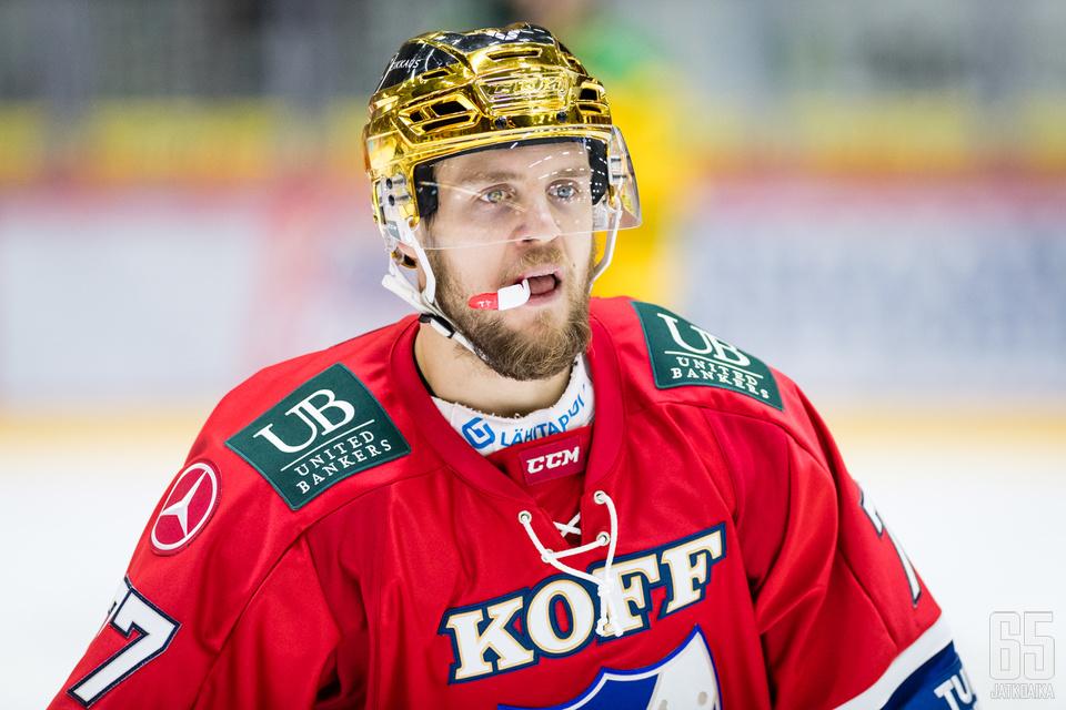 Ennen loukkaantumistaan Teemu Turunen kantoi HIFK:n kultakypärää.