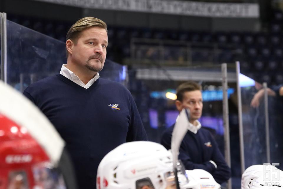 Kari Haakanan päävalmentaja-aika jäi Kiekko-Vantaassa lyhyeksi.