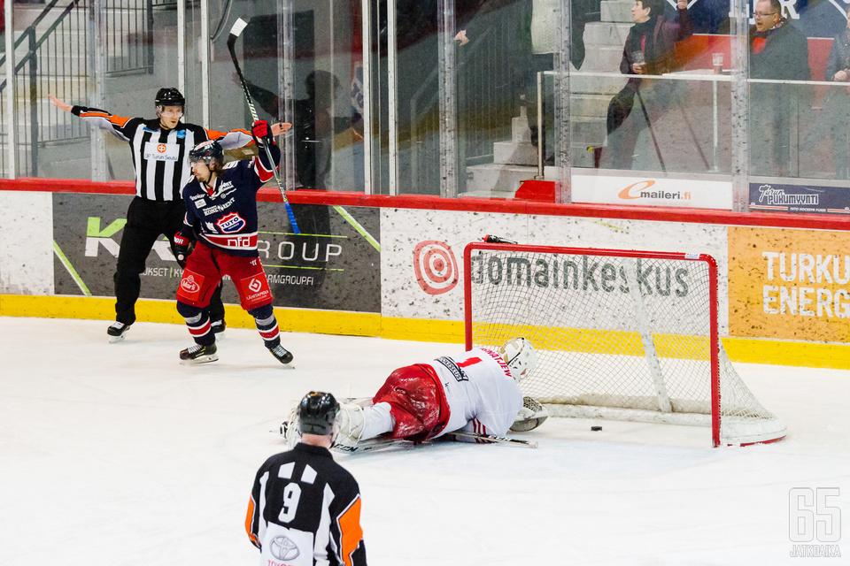 K-Vantaan Waltteri Ignatjev oli voimaton TUTOn rynnistyksen edessä.