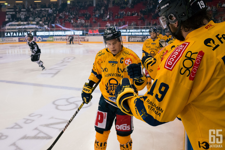 Lukon kapteeni Tapio Laakso iski raumalaisten tärkeän tasoitusosuman alivoimalla ottelun toisessa erässä.