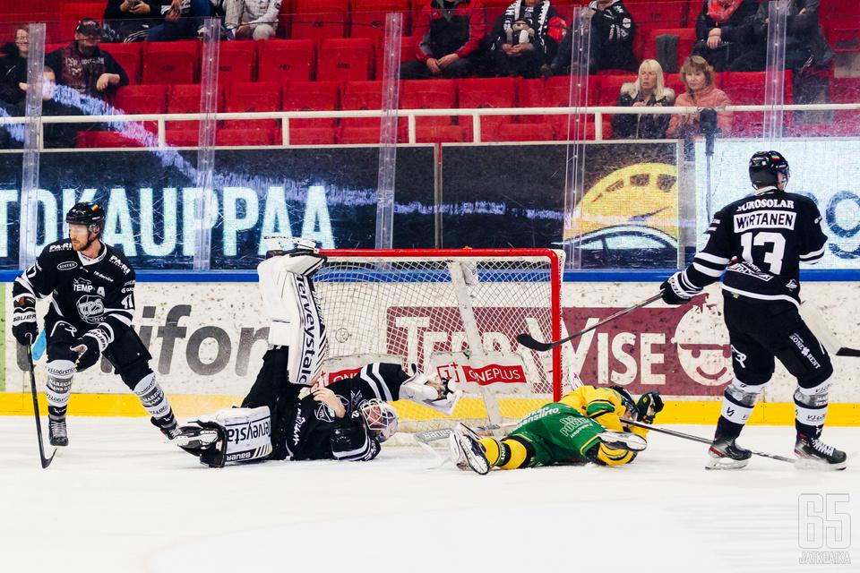 Tirronen loukkaantui Ilves-ottelussa.