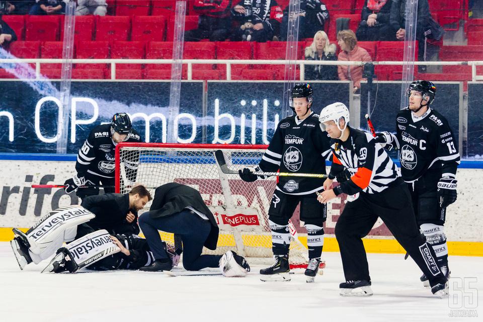 Rasmus Tirronen loukkantui Ilves-ottelussa.