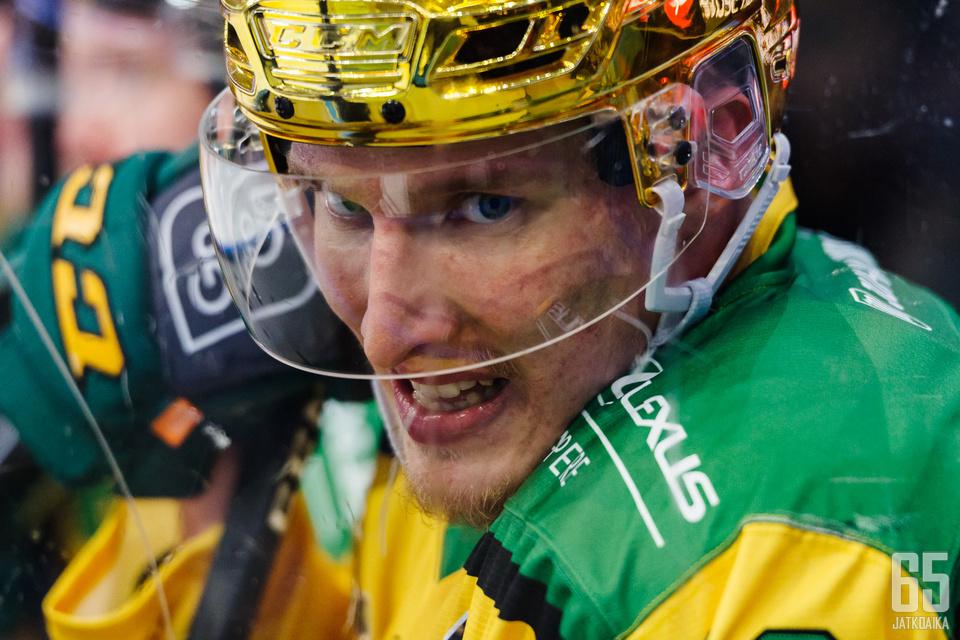 Eemeli Suomi saalisti kolme tehopistettä Liigan lauantaikierroksella.