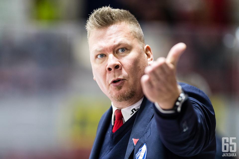 Jarno Pikkaraisen johtama HIFK on sarjassa kahdeksannella sijalla.
