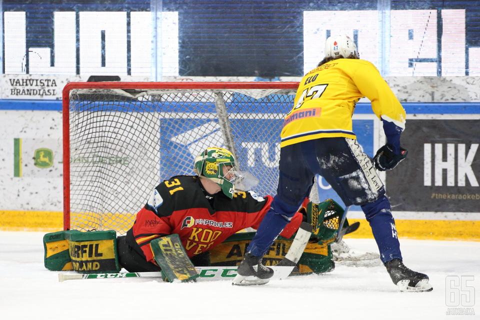 Eetu Mäkiniemi torjui jälleen voiton KOOVEElle.