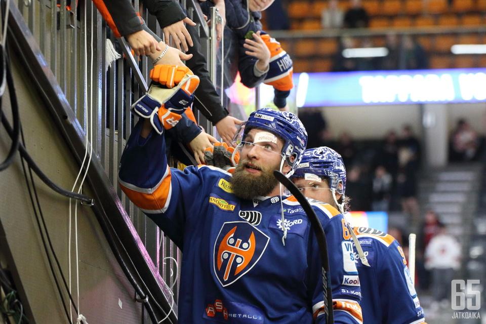Adam Polášek kumautti ottelulle sen loppuluvut.