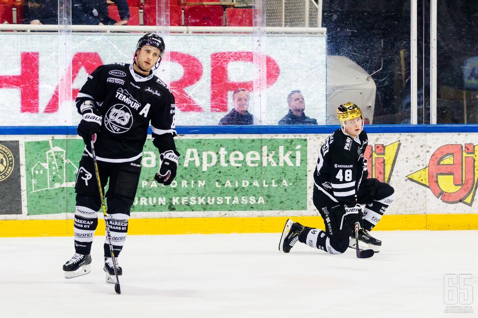Ilari Filppula ja Lauri Pajuniemi toimivat TPS:n voiton kapellimestareina.