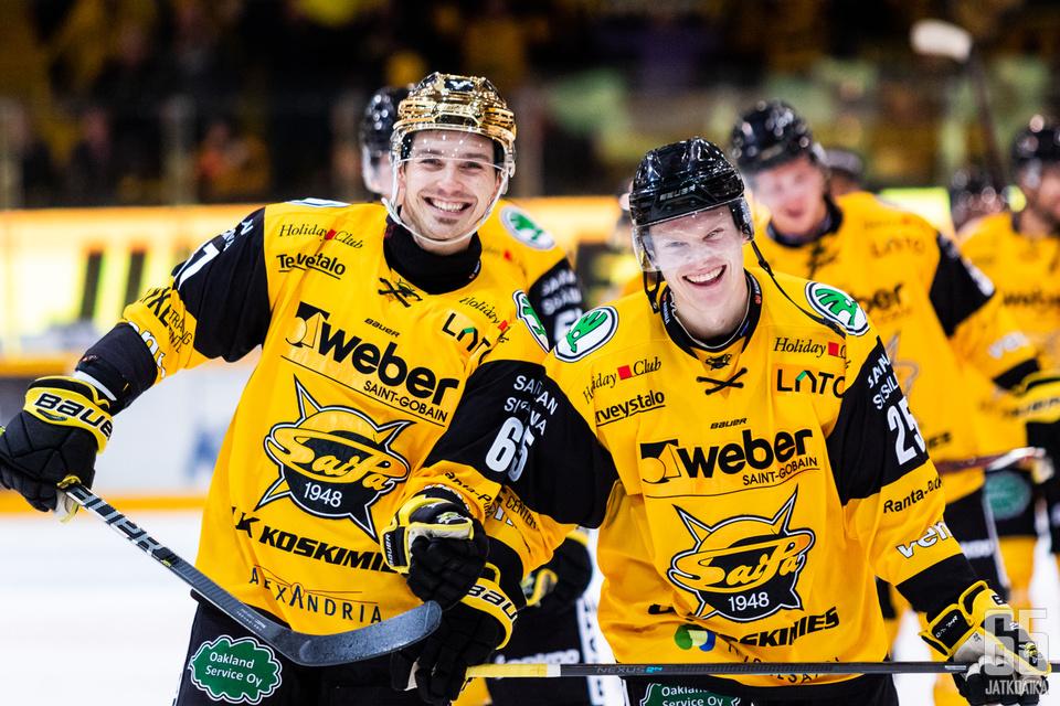 Tomas Zaborskyllä ja Erik Autiolla on riittänyt aihetta hymyyn.