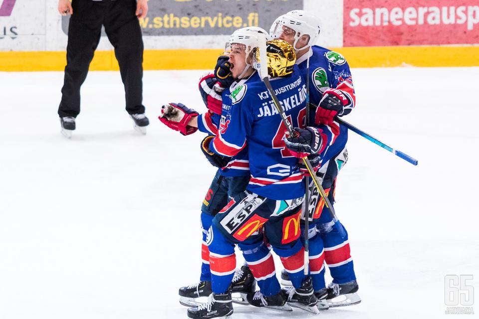 Valtteri Lipiäinen räjäytti loppuunmyydyn Kisapuiston riemuun yhdeksän sekuntia ennen kolmannen erän loppua.