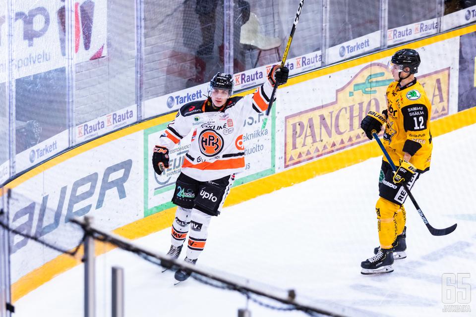 Jere Innala viimeisteli ottelun voittomaalin kolmannessa erässä.