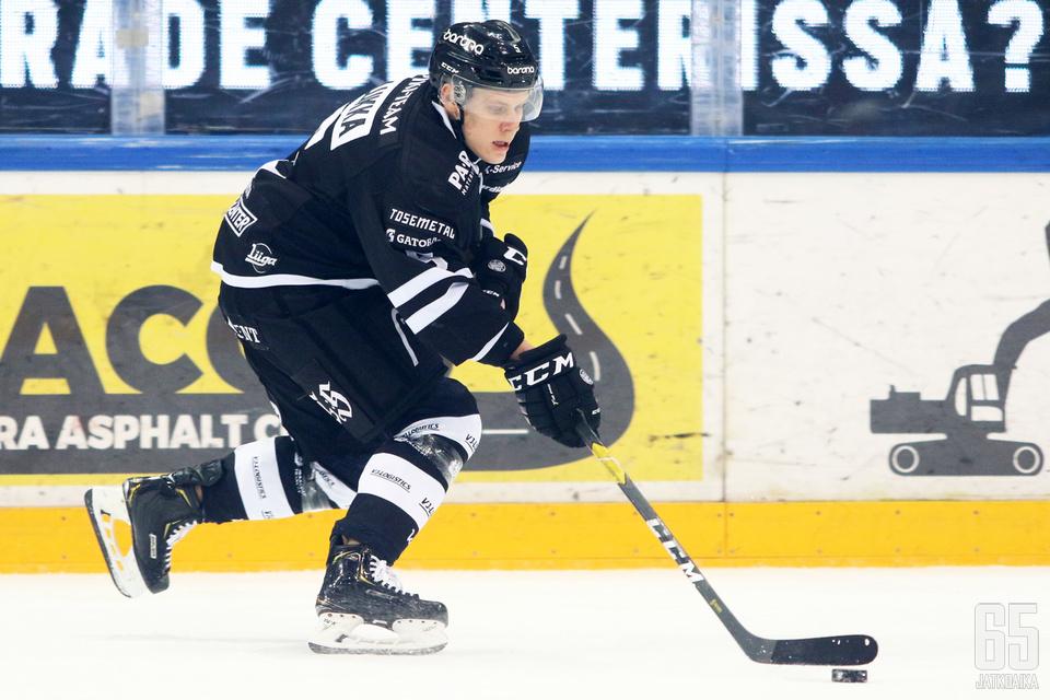 Santeri Lukka on summannut 25 ottelussa tehot 1+10.
