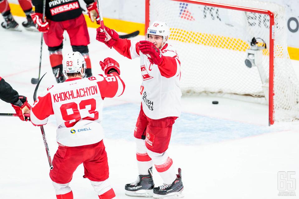 Moskovalaiset juhlivat tiistaina Helsingissä.