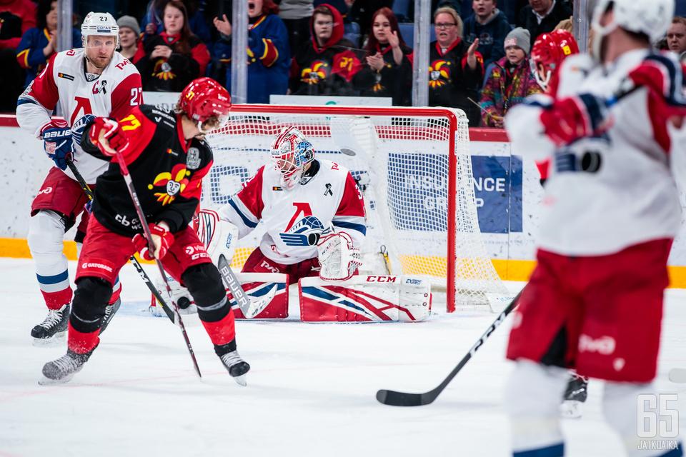 Ilja Konovalov torjui Helsingissä loistavasti maanantain ottelussa ja jatkaa kotijoukkueen maalilla.
