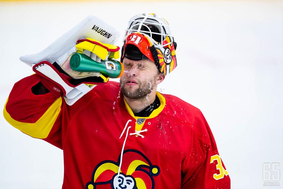 Antti Niemi pelasi voitokkaan ottelun.