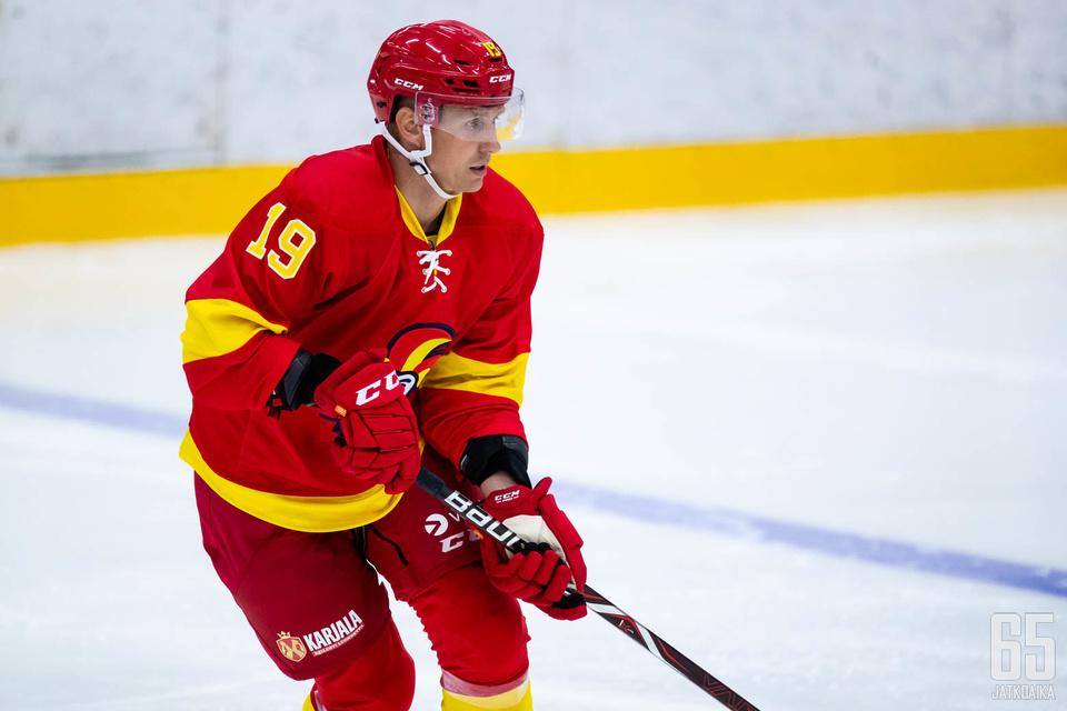 Veli-Matti Savinainen pelasi viimeksi harjoituskaudella.