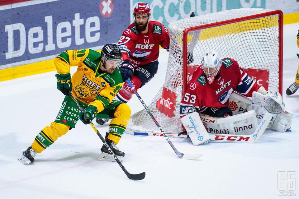 Ilveksen päävalmentaja Karri Kivi otti tiukasti kantaa.