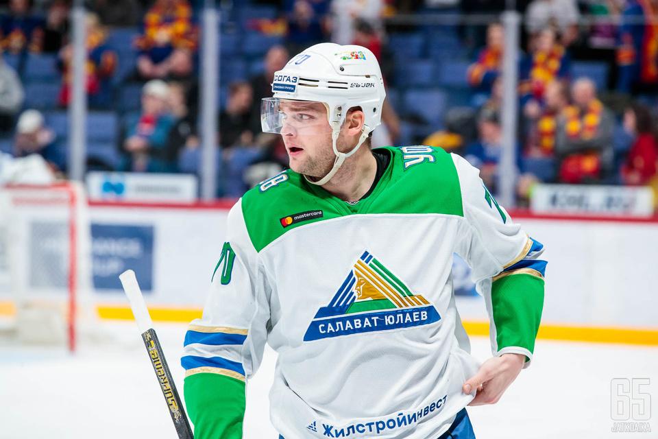 Teemu Hartikainen oli ilmiliekeissä, kun Salavat Julajev Ufa voitti TsSKA Moskovan luvuin 4−2.