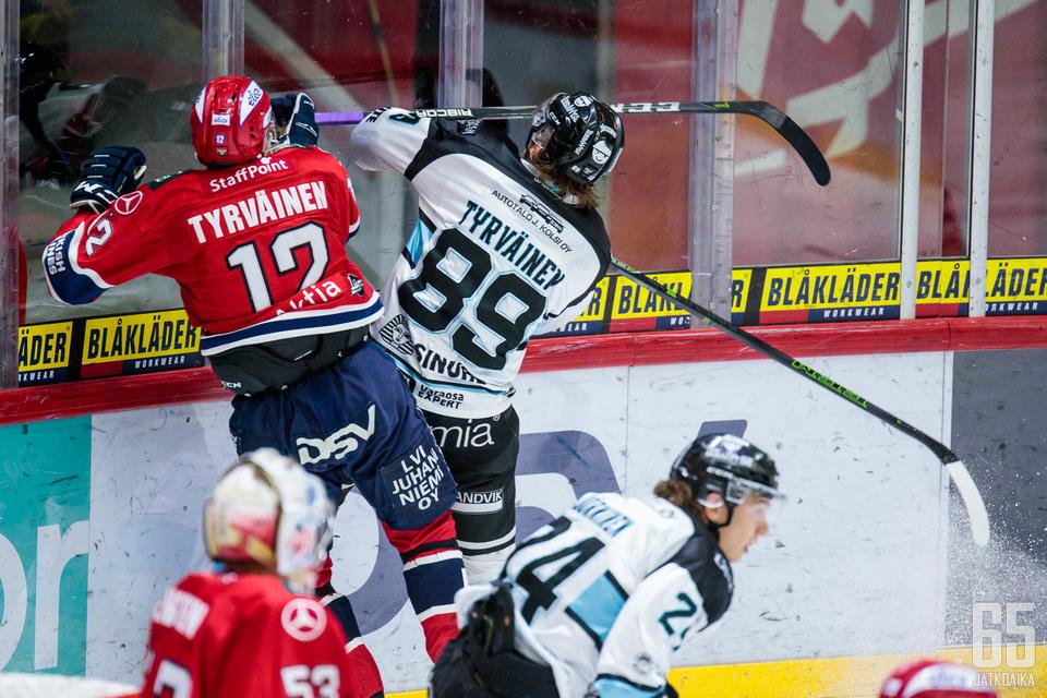 HIFK ja Pelicans taistelevat välieräpaikasta. Kentällä kohtaavat myös Tyrväisen veljekset.