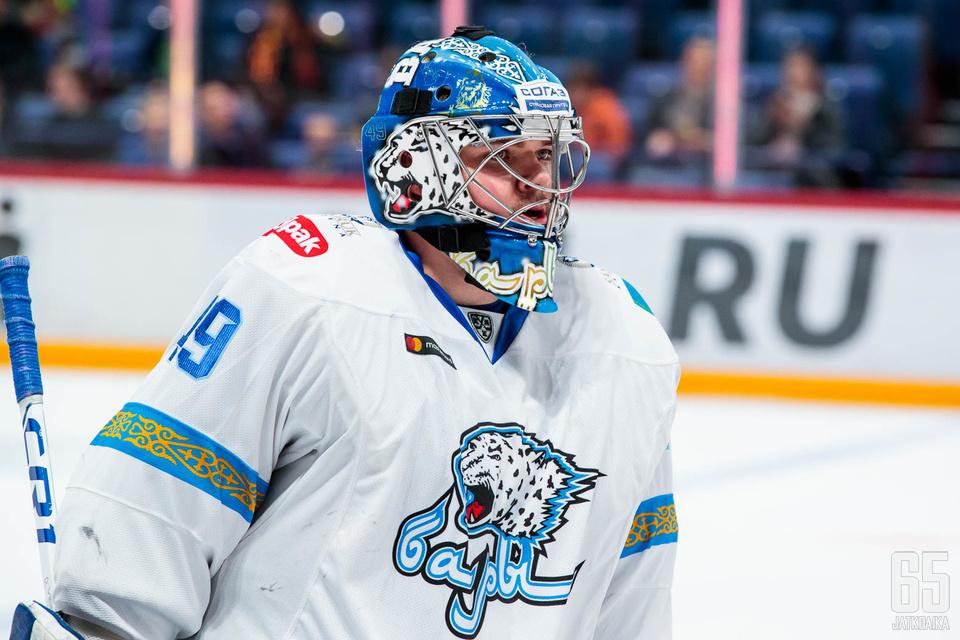 Hrachovina pelasi viime kaudella 22 ottelua KHL-joukkue Barys Astanassa.