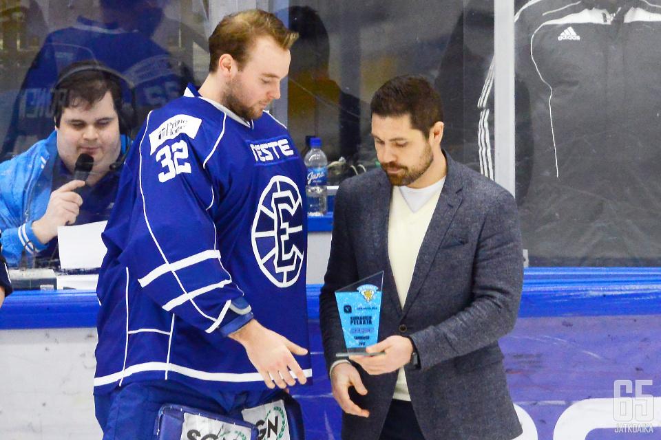 Tirronen palkittiin tammikuun kuukauden pelaajaksi.