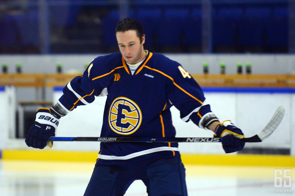 Hirschovits ehti pelata mittavan ammattilaisuran jääkiekossa.