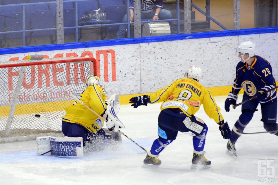 Waltteri Hopponen iski kotijoukkueen ensimmäisen maalin.