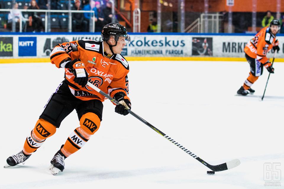 Ville Viitaluoma siirtyi Sportista HPK:n riveihin tällä kaudella.