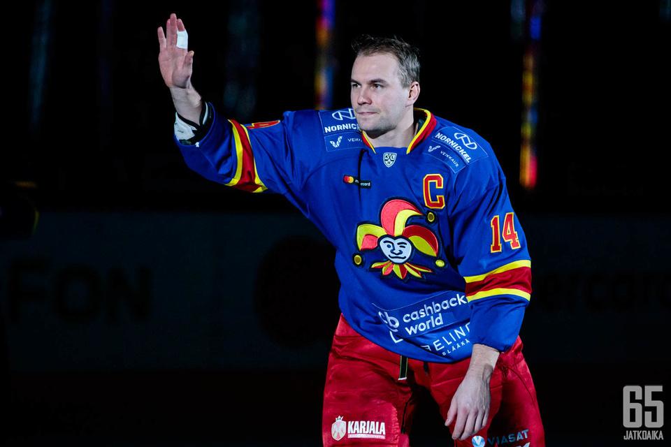 Tomi Mäki ei edustanut Suomessa pelatessaan muita seuroja.