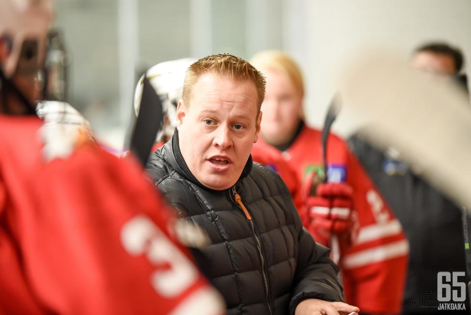 Mika Nummen aloitus päävalmentajana alkoi voitokkaasti.
