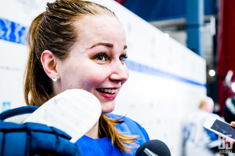 Susanna Tapani oli yhtä hymyä historiallisen välierävoiton jälkeen.
