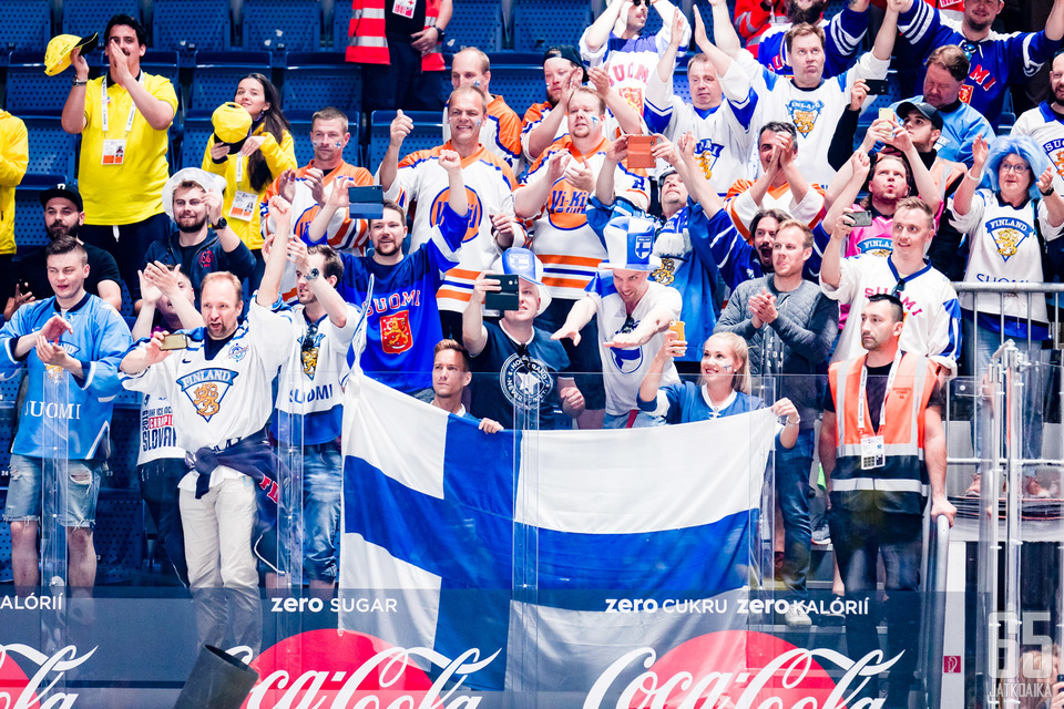 Vuonna 2022 suomalaiset tuulettelevat Tampereen uudessa areenassa.