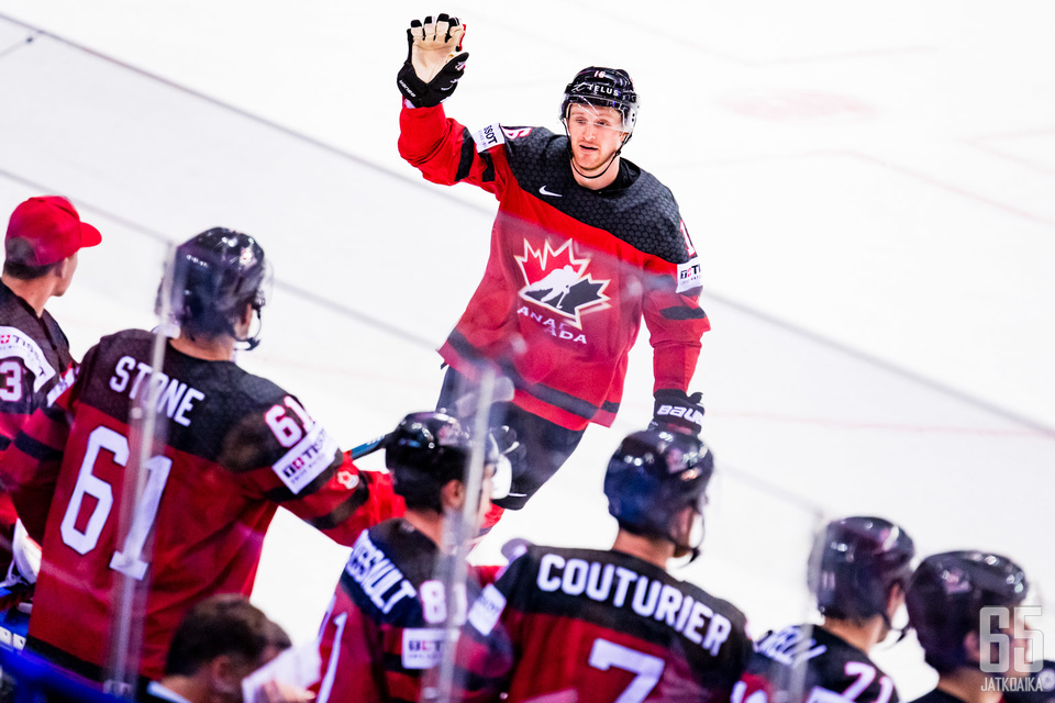 Kanada etenee MM-kisojen mitalipeleihin.