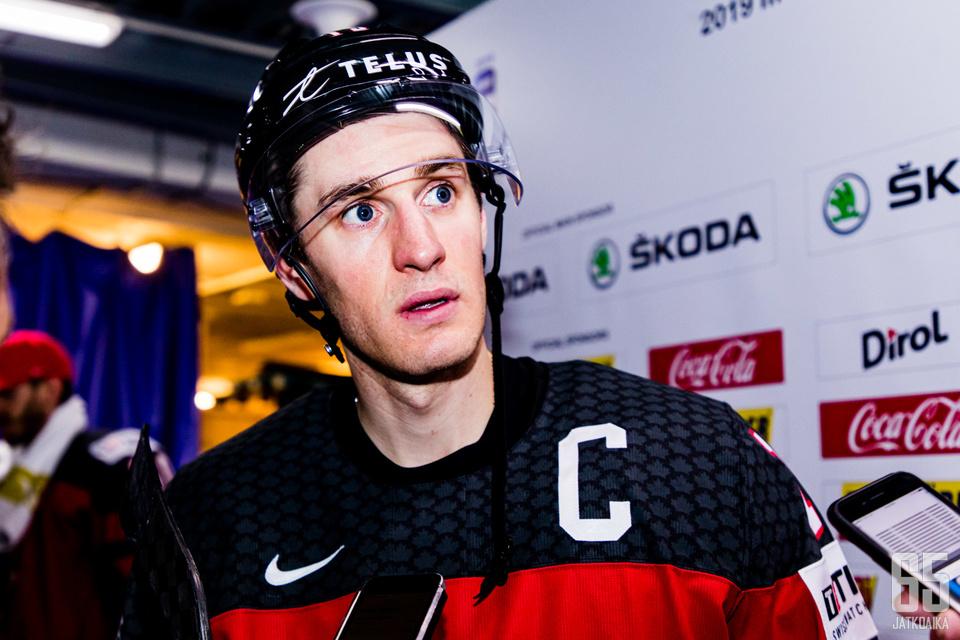 Kyle Turris ja Kanada poistuvat Slovakiasta päät painuksissa.