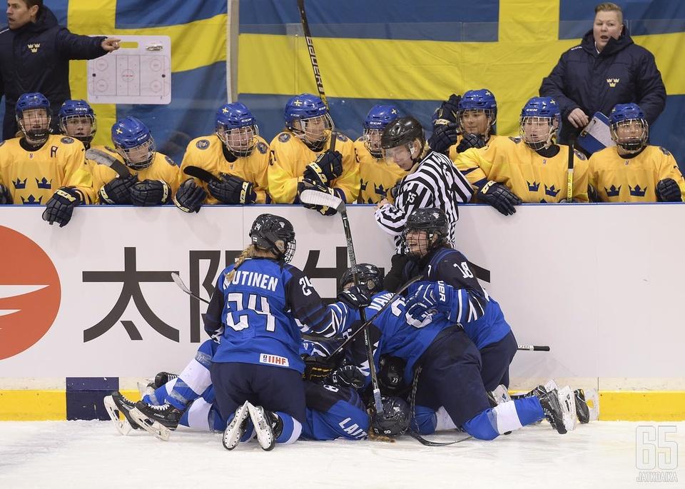 Suomalaisilla oli aihetta juhlaan sekä päätöserän lopulla että jatkoaikavoiton jälkeen.