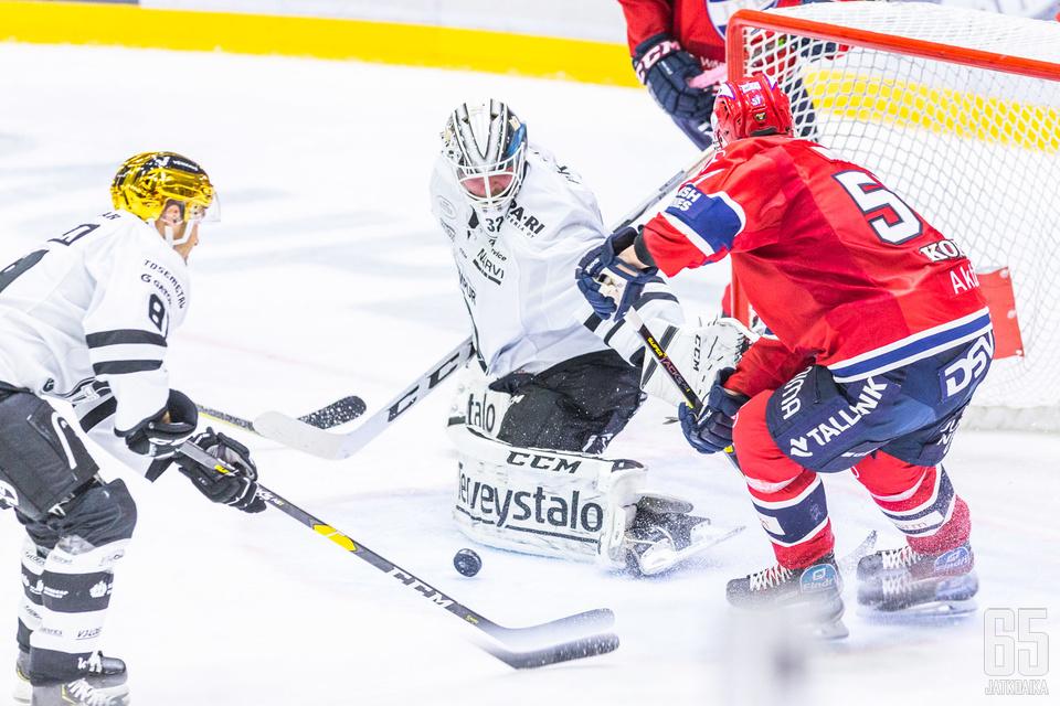 40 torjunnan Rasmus Tirronen oli illan työllistetyin pelaaja.