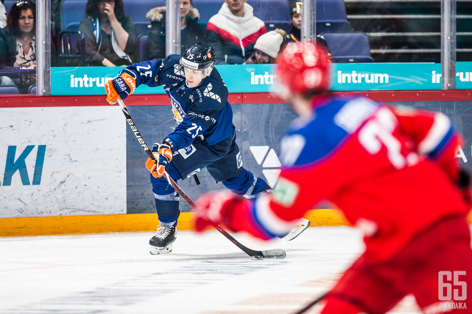 Suomi joutui taipumaan Venäjälle kovasta yrityksestä huolimatta.