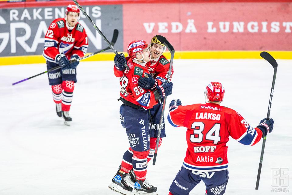 HIFK:n ykkösketju oli tuttu näky tuulettamassa.
