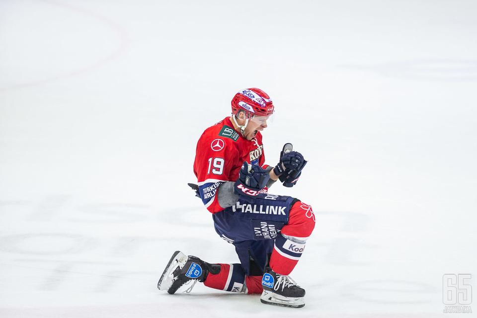 Juho Keränen otti kaiken ilon irti voittomaalistaan.