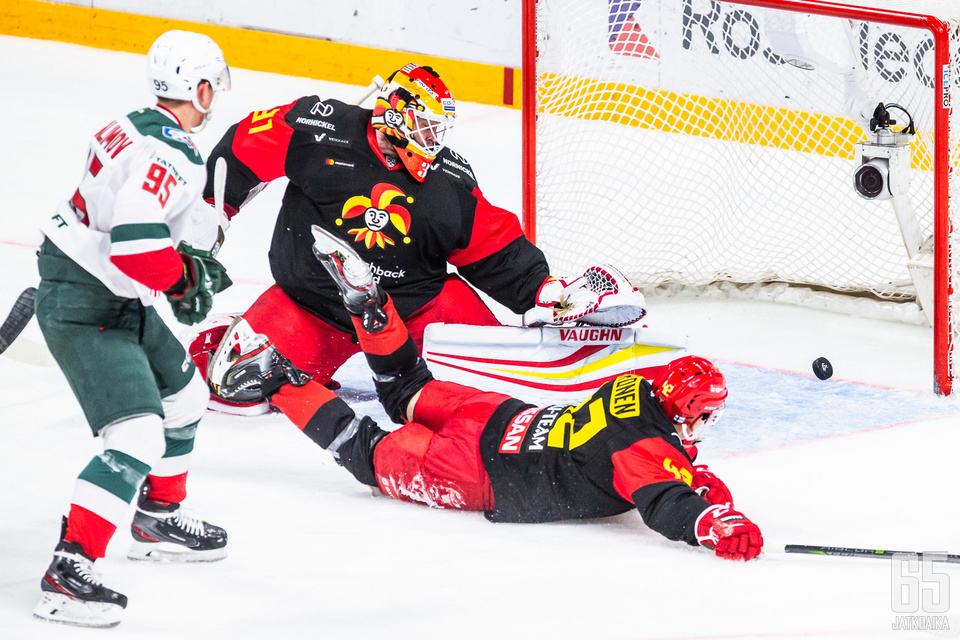 Antti Niemi ja Jokereiden puolustus ovat aloittaneet KHL-kauden heikosti.
