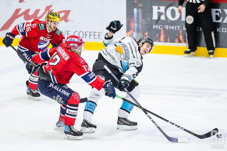 Hannes Björnisellä on monesti tilanne päällä puolivälieräsarjassa HIFK:ta vastaan.